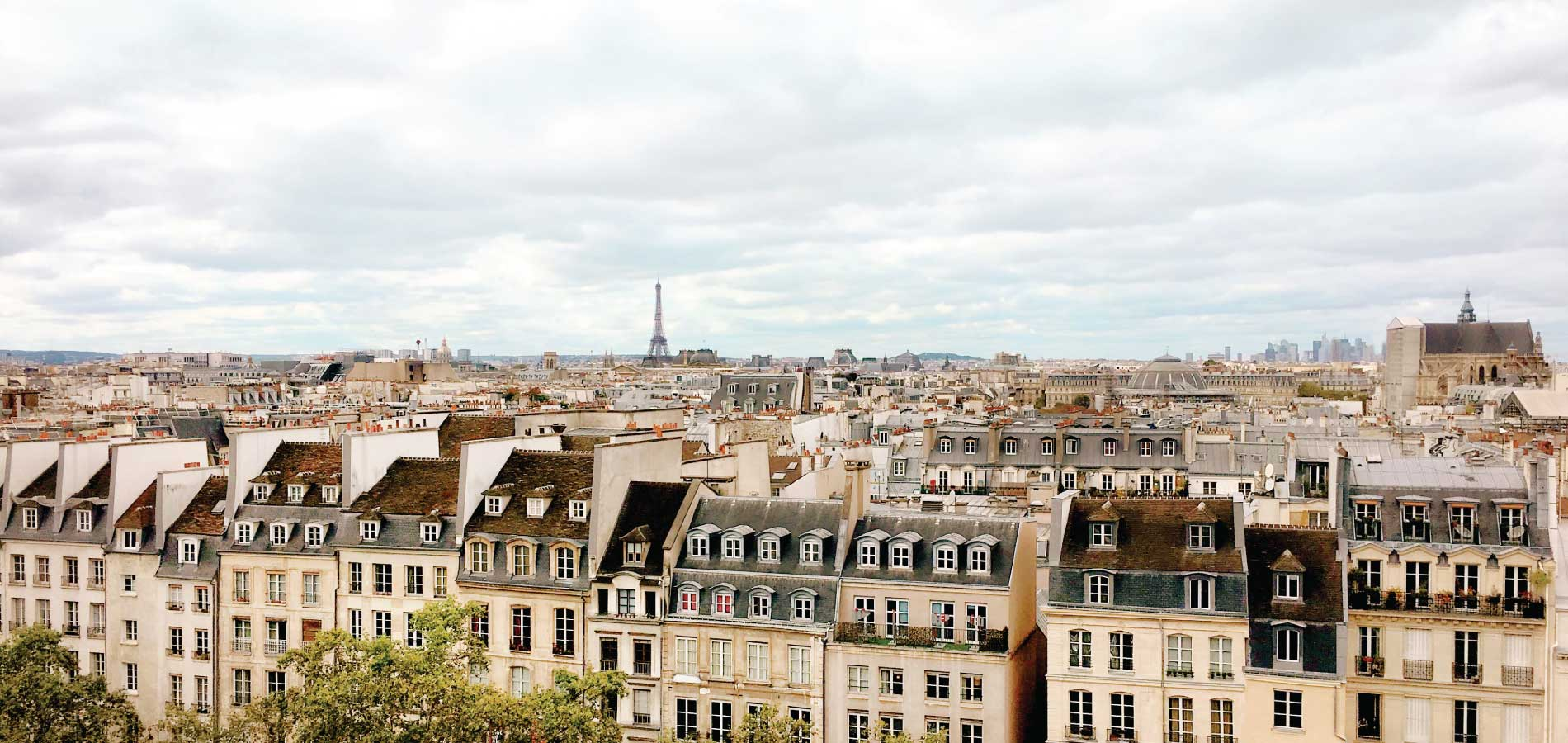 Enjoy your own pied-à-terre in Paris - Sky view of Paris with Eiffel Tower in the distance